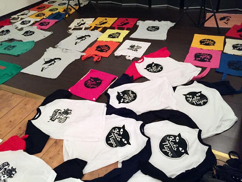 Kato Nigra - Siebdruck T-Shirts & Jutebeutel
